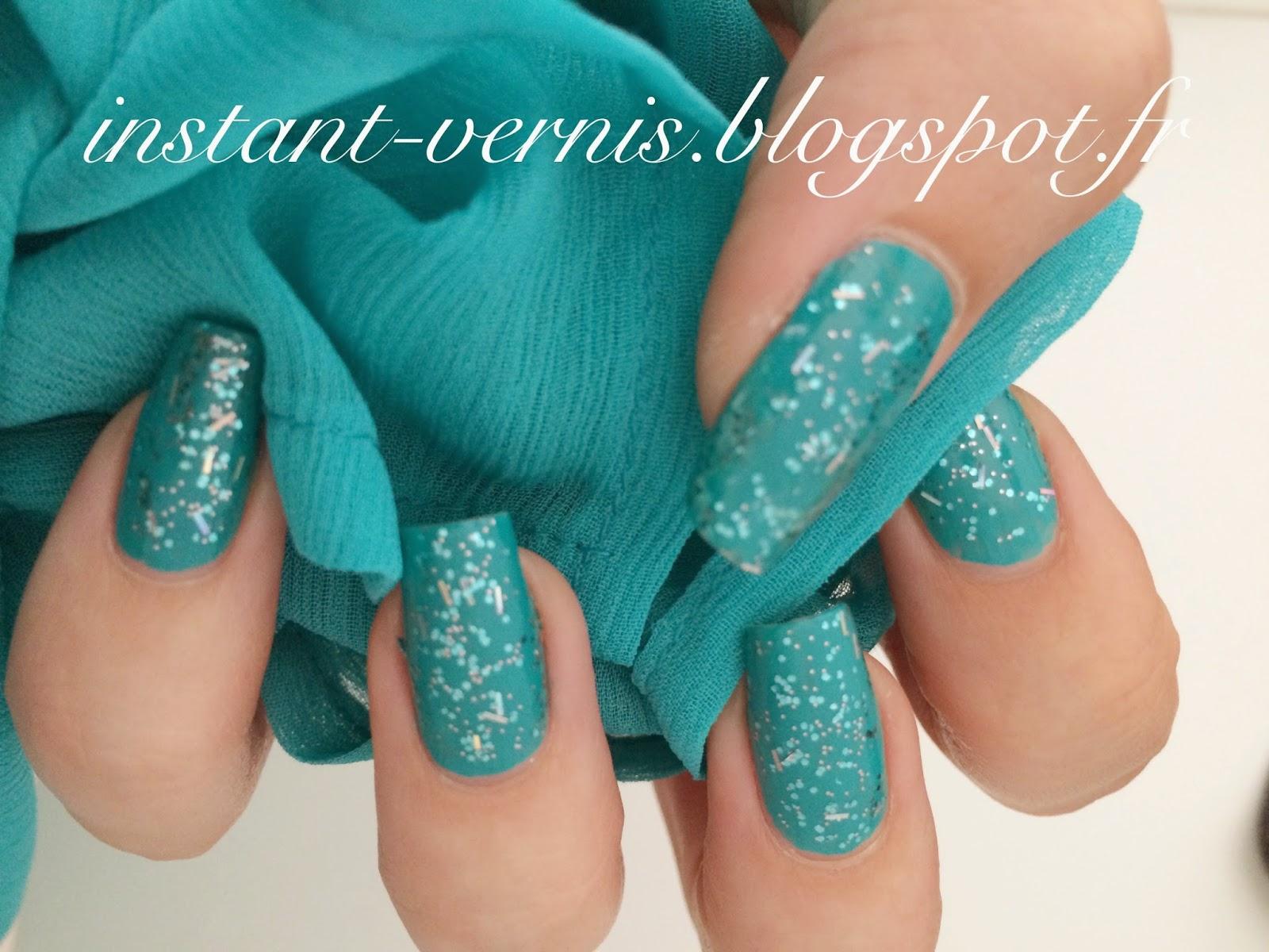 Nail art bleu turquoise